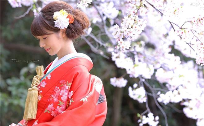 Tóc búi lệch khi mặc kimono
