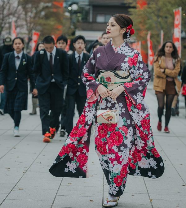 cach di khi mac kimono