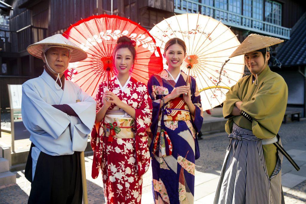 cach mac kimono va yukata3